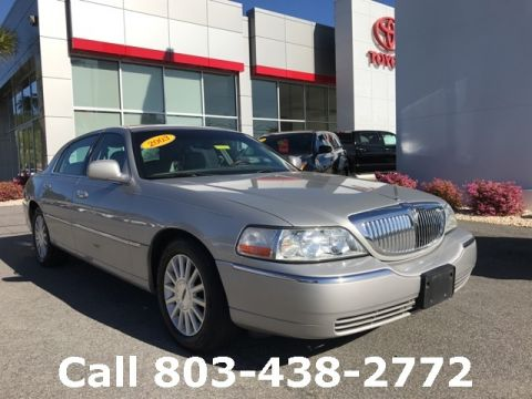 Pre-Owned 2003 Lincoln Town Car Signature RWD 4D Sedan